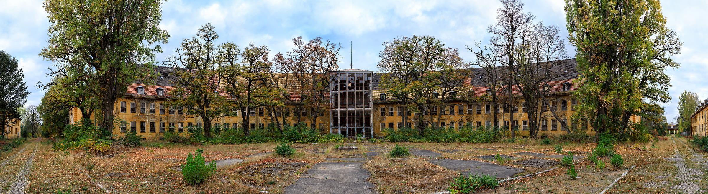 1,054 megapixels! A very high resolution, large-format VAST photo of a creepy abandoned building; panorama photograph created by Scott Dimond in Juterbog, Germany.