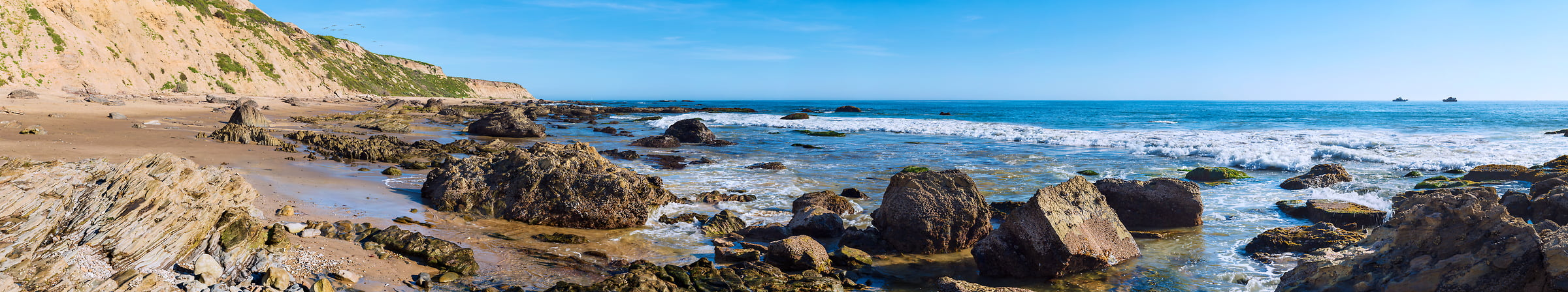 1,405 megapixels! A very high resolution, large-format VAST photo of a seascape with the beach, rocks, sand, and waves; panorama photograph created by Jim Tarpo in Newport Beach, California