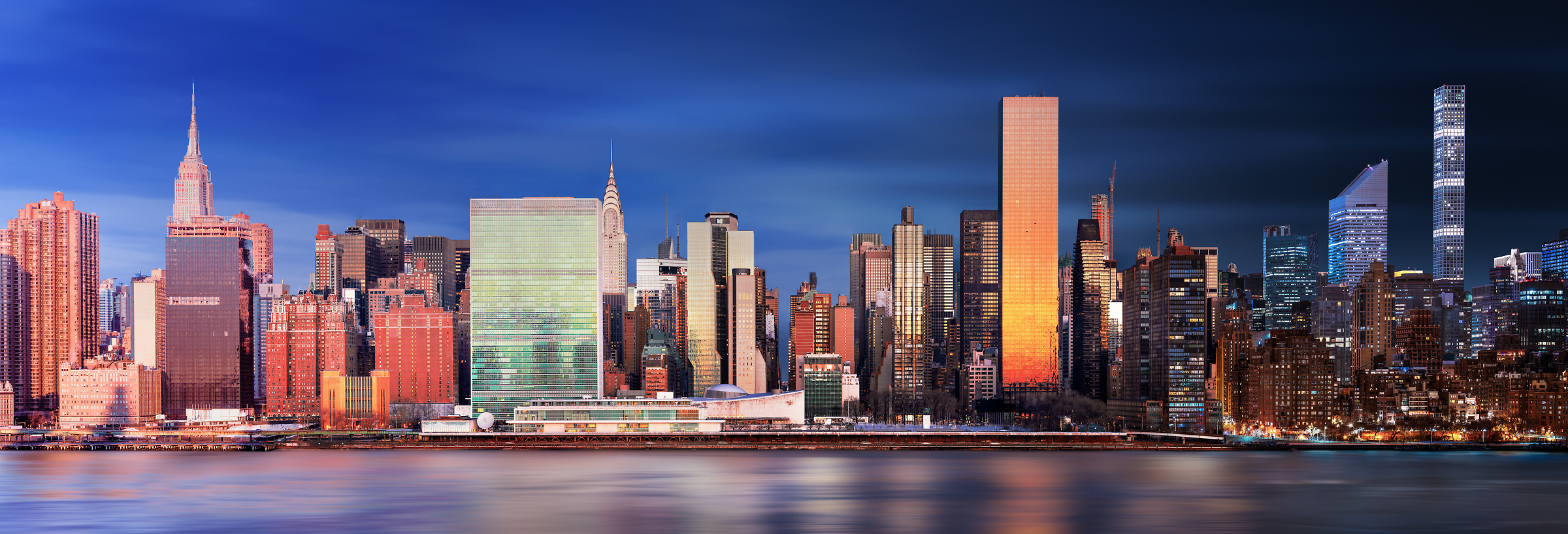 A very high resolution photograph of the Manhattan skyline; VAST photo created by Dan Piech